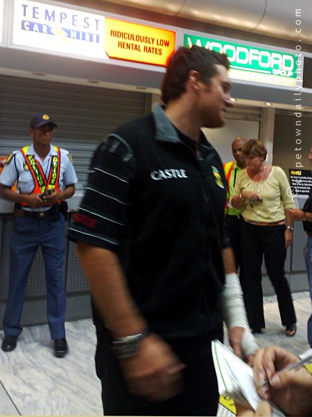 Graeme Smith arriving at Cape Town International Airport