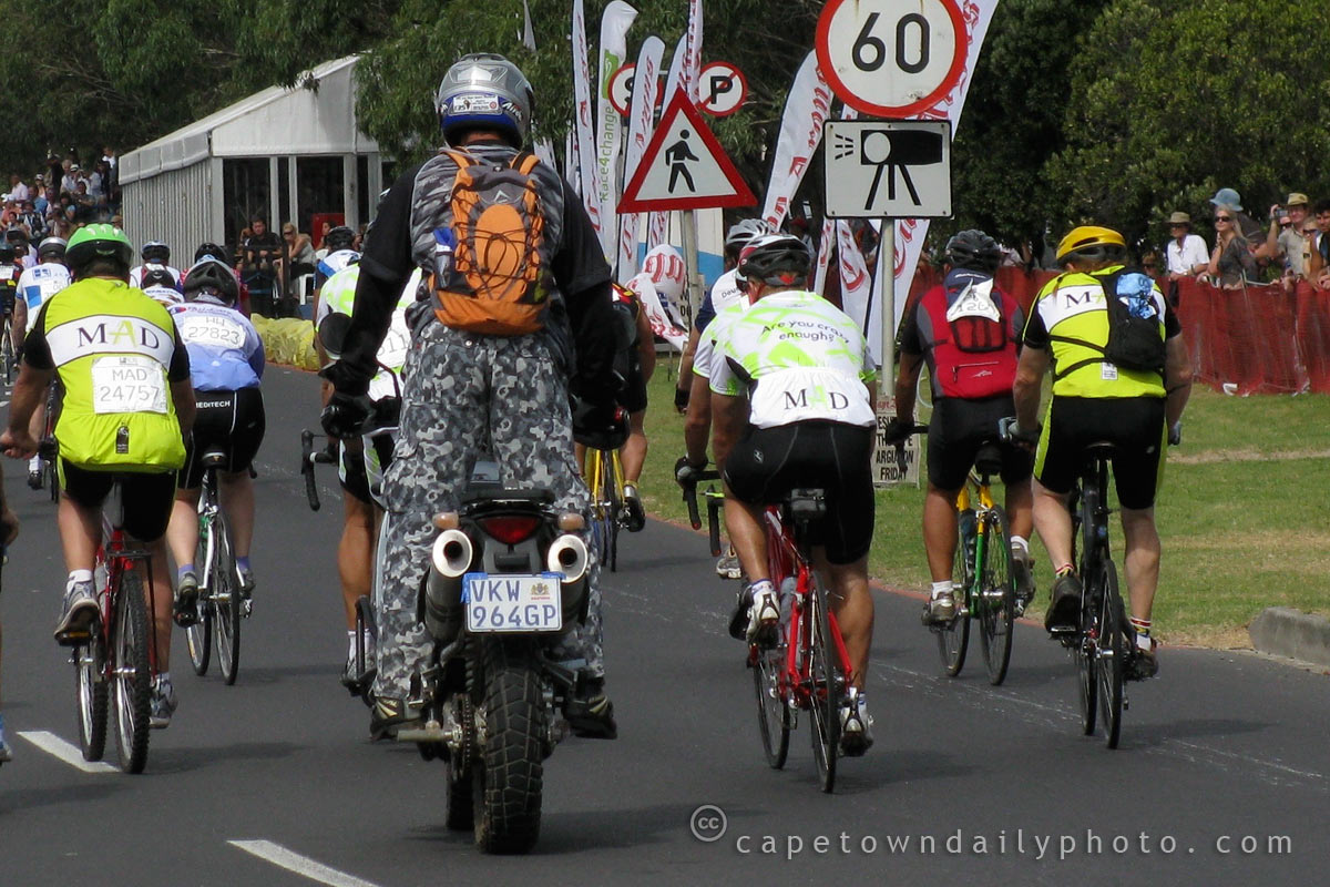 Matt Damon riding in the Cape Argus Cycle Tour