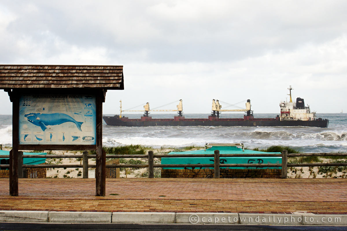Bulk carrier aground at Blouberg