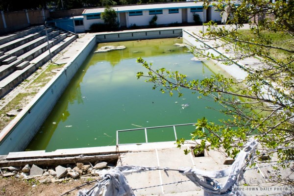 A dirty swimming pool