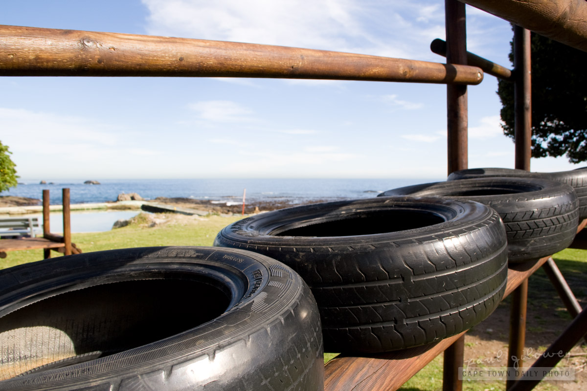 How to use old car tyres