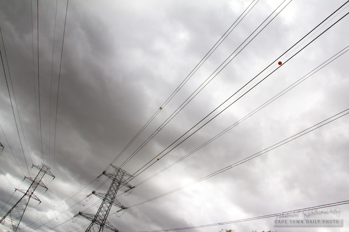 The crackling of power lines