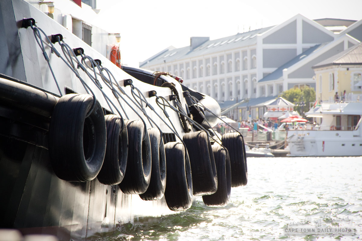 Tugboat tyres