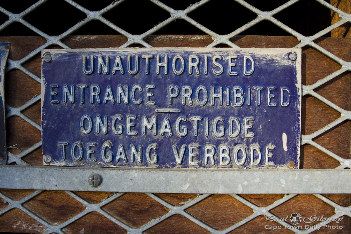 Unauthorised Entrance Prohibited