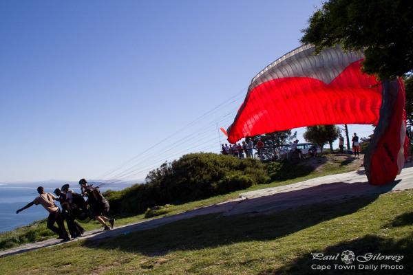 Signal Hill's tandem paragliders